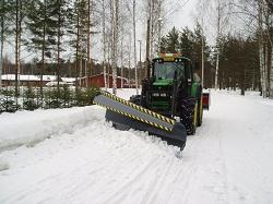 Отвал для снега на базе трактора