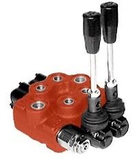Моноблочный гидрораспредлитель с ручным управлением.